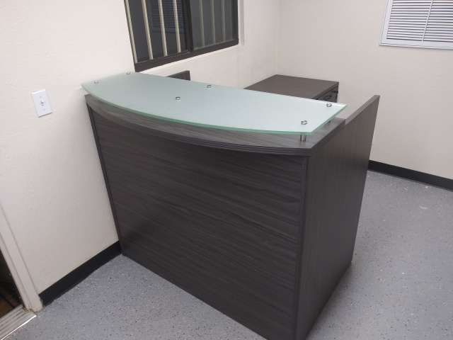 "48""x72"" L Shape Reception Desk With Rounded Transaction Top, Glass Top (no drawers)"