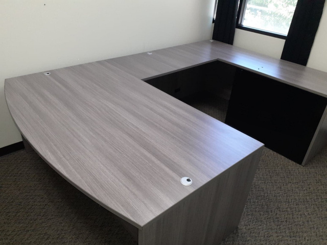"72""x102"" Bow Front U Desk (no drawers)"