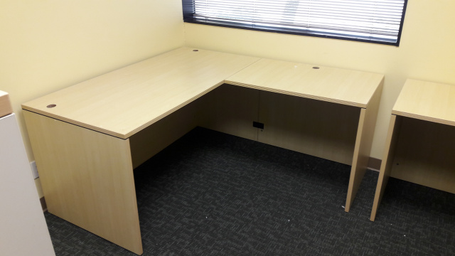 "71""x78"" Straight Front L Desk (no drawers)"