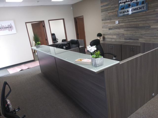 2x 6'x6' Reception Desk With Glass Transaction Top