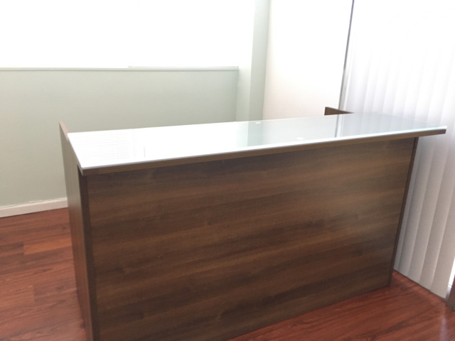 "72""Lx42""Hx30""D Reception Desk Front Only With Glass (no drawers))"